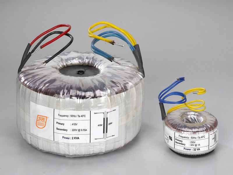Power autotransformers for variacs